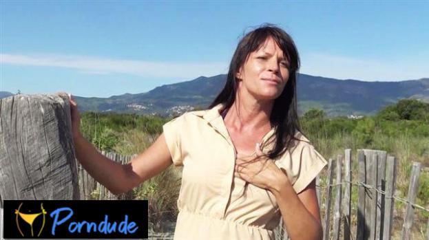 Aline Was Walking On The Beach - Jacquie Et Michel TV - Aline