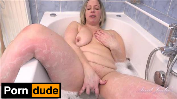 Bathes For You And Sucks Your Cock - Aunt Judys - Star