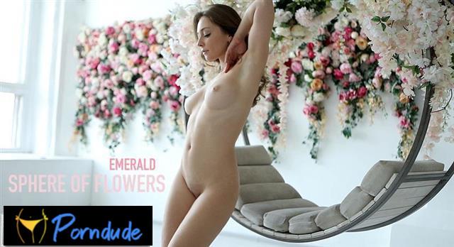 Sphere Of Flowers - Fem Joy - Emerald