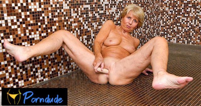 70 Year Old Slut Gets Wet - Grand Mams - Romana
