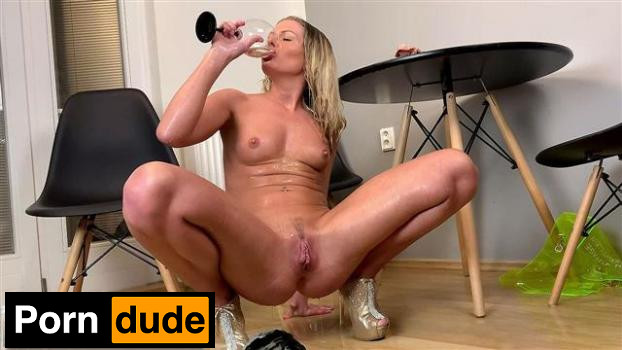 Home Entertainment - Wet And Pissy - Claudia Macc