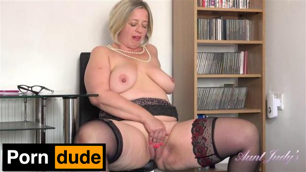 Gets Naughty In The Office - Aunt Judys - Star