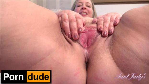 Seducing Star Before A Night On The Town - Aunt Judys - Star