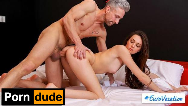 Step Dad Steps In – S18 E1 - My Family Pies - Isabella De Laa